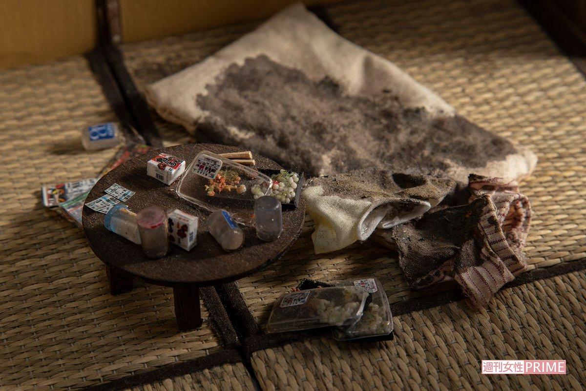 """「孤独死現場」をミニチュアで再現する遺品整理人 """"並べられたお金"""" が意味するもの"""