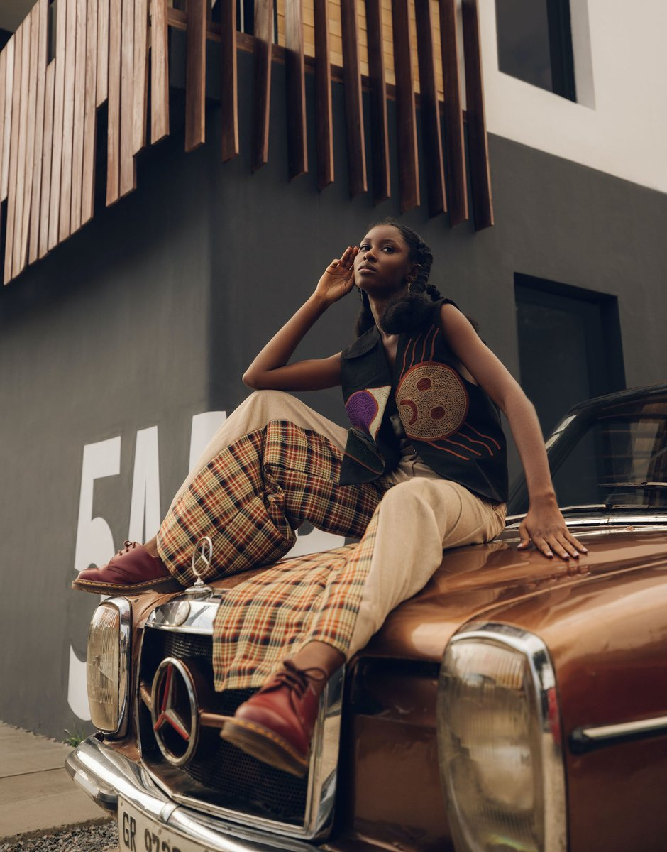 Mercedes-Benz Fashion Week Accra, designer @attotettehs styles photographed with a classic Mercedes-Benz in Accra, Ghana. Head over to mercedesbenzfashion (IG) for more from Mercedes-Benz Fashion Week Accra. 📸 @carlosidun #MercedesBenz #MercedesBenzFashion