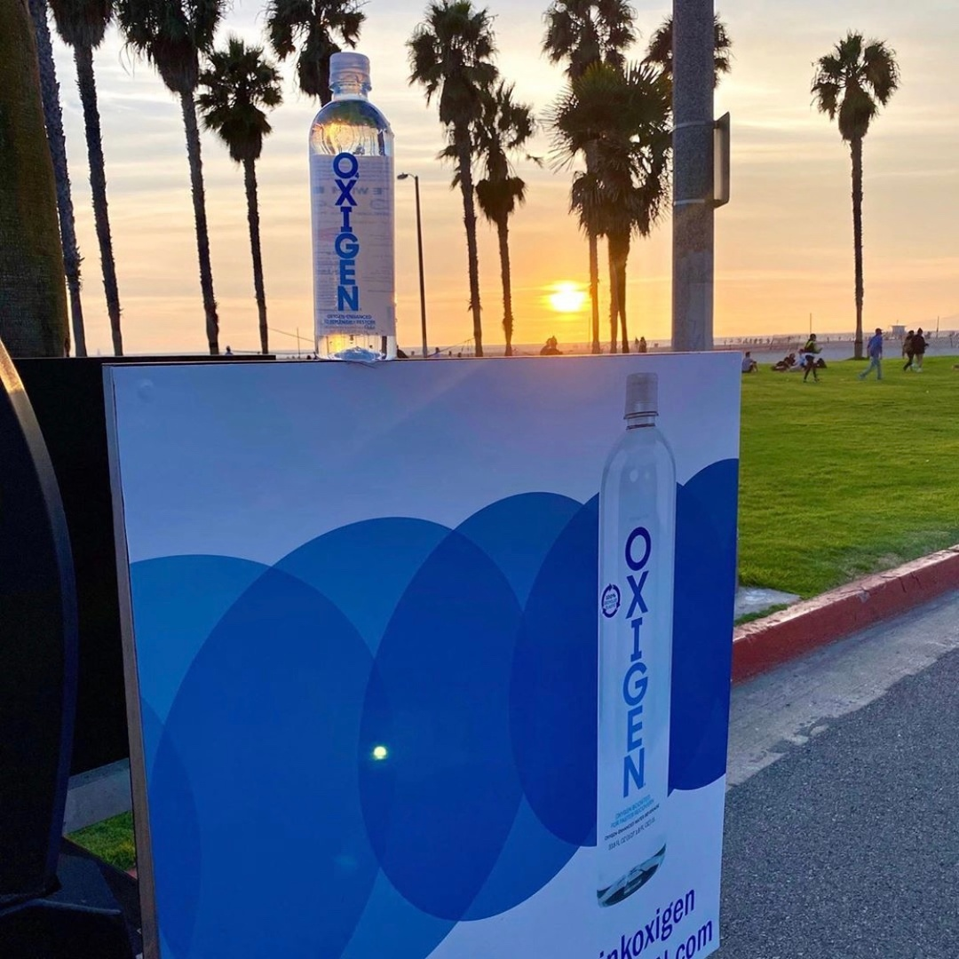 Throwback to the OXIGEN + CIRCUIT Santa Monica beach cleanup last month. Thank you to all the volunteers and supporters who came out and helped make the event a success! #drinkOXIGEN 📸: IG @circuit_ride