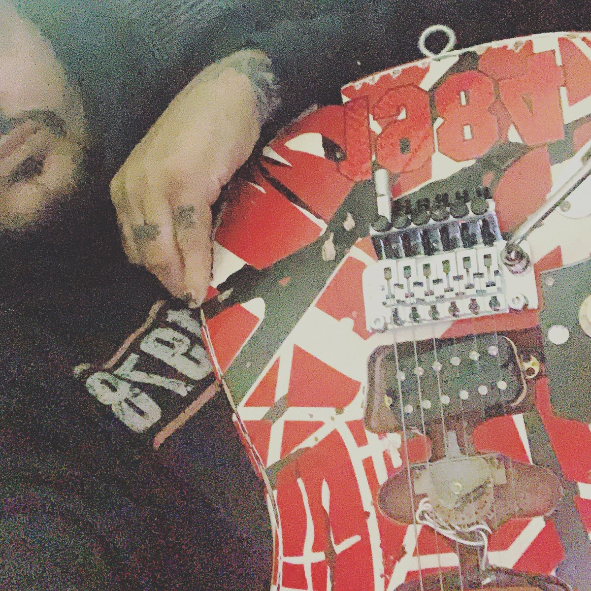 @WolfVanHalen @evhgear THIS guitar has brought me so much comfort and elevation and tears , iv cried and bellowed holding this , and Ive smiled with tears thank I #vanhalenfamily for all you've created!!!! #themightyvanhalen  #evhfrankierelic