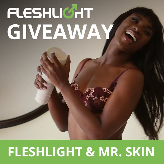 ✨ GIVEAWAY TIME✨ : Win a @AnaFoxxx Fleshlight, a one on one 5 minute facetime call with Ana, and more