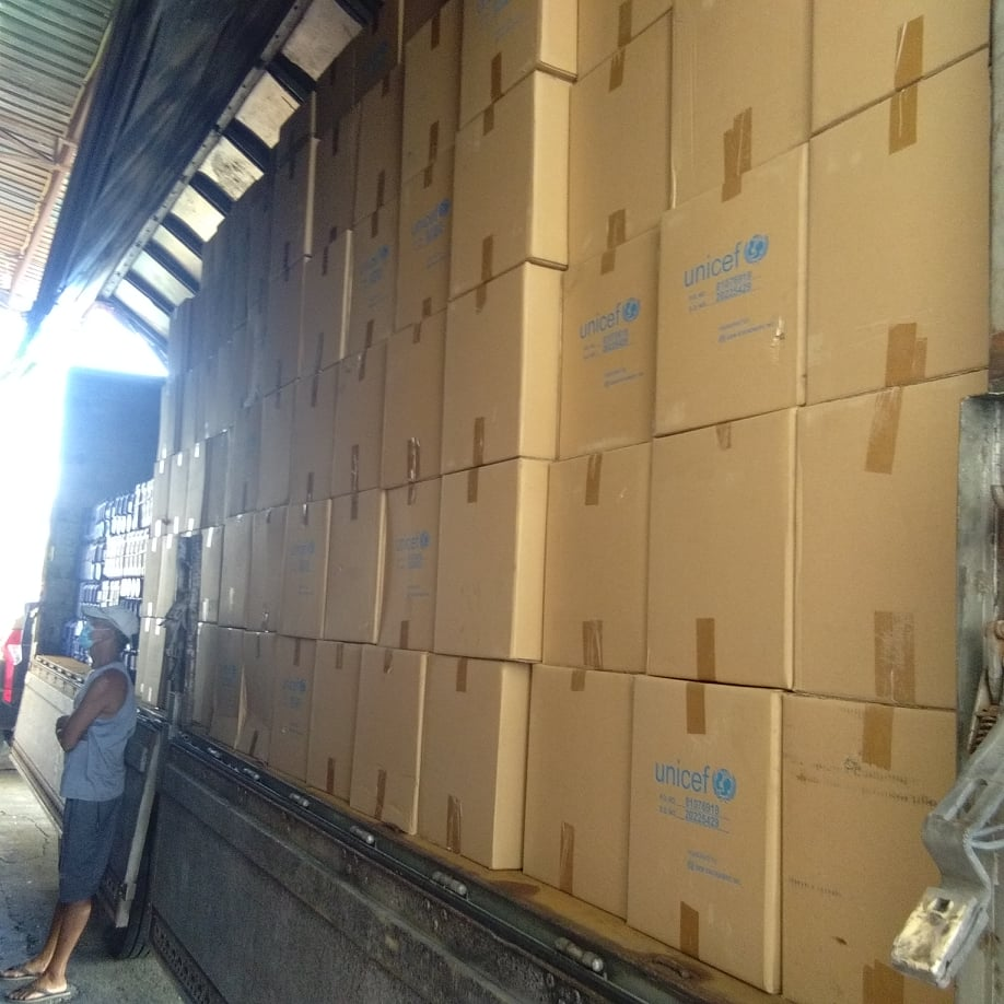 First batch of emergency life-saving supplies are now being delivered to #Catanduanes for our typhoon #RollyPH response. Water containers, water purification/disinfectant solution, and hygiene + dignity kits will help keep affected children and families healthy. #WASH