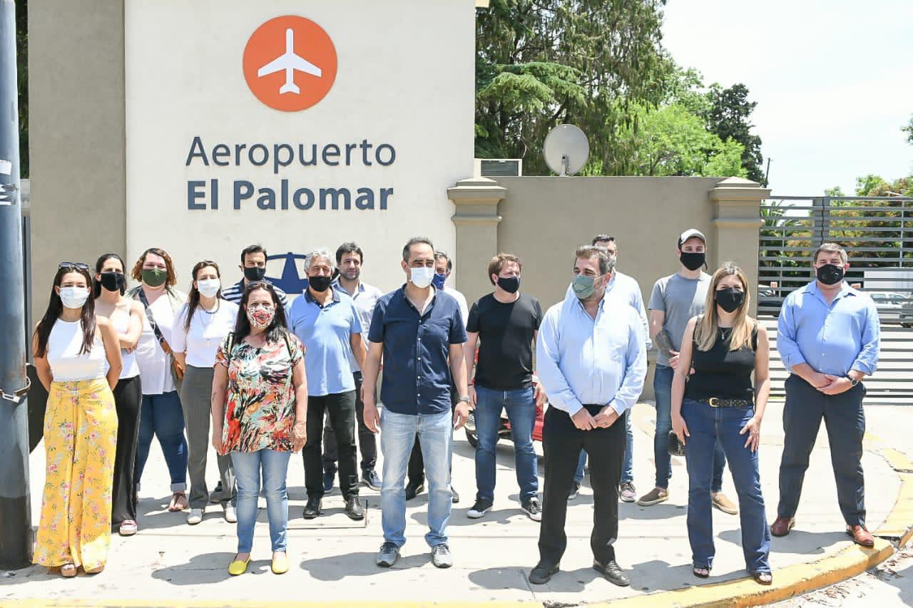 """Cristian Ritondo on Twitter: """"El cierre del Aeropuerto El Palomar va a  dejar miles de desocupados más y un gran golpe para la economía. De la  crisis se sale cuidando las inversiones"""