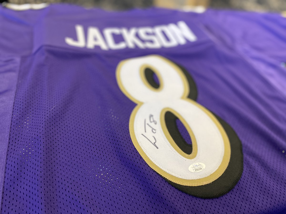 If Lamar Jackson has 4 passing touchdowns tonight against the Patriots, we'll giveaway an autographed Lamar Jackson jersey to someone who retweets this tweet AND follows us!