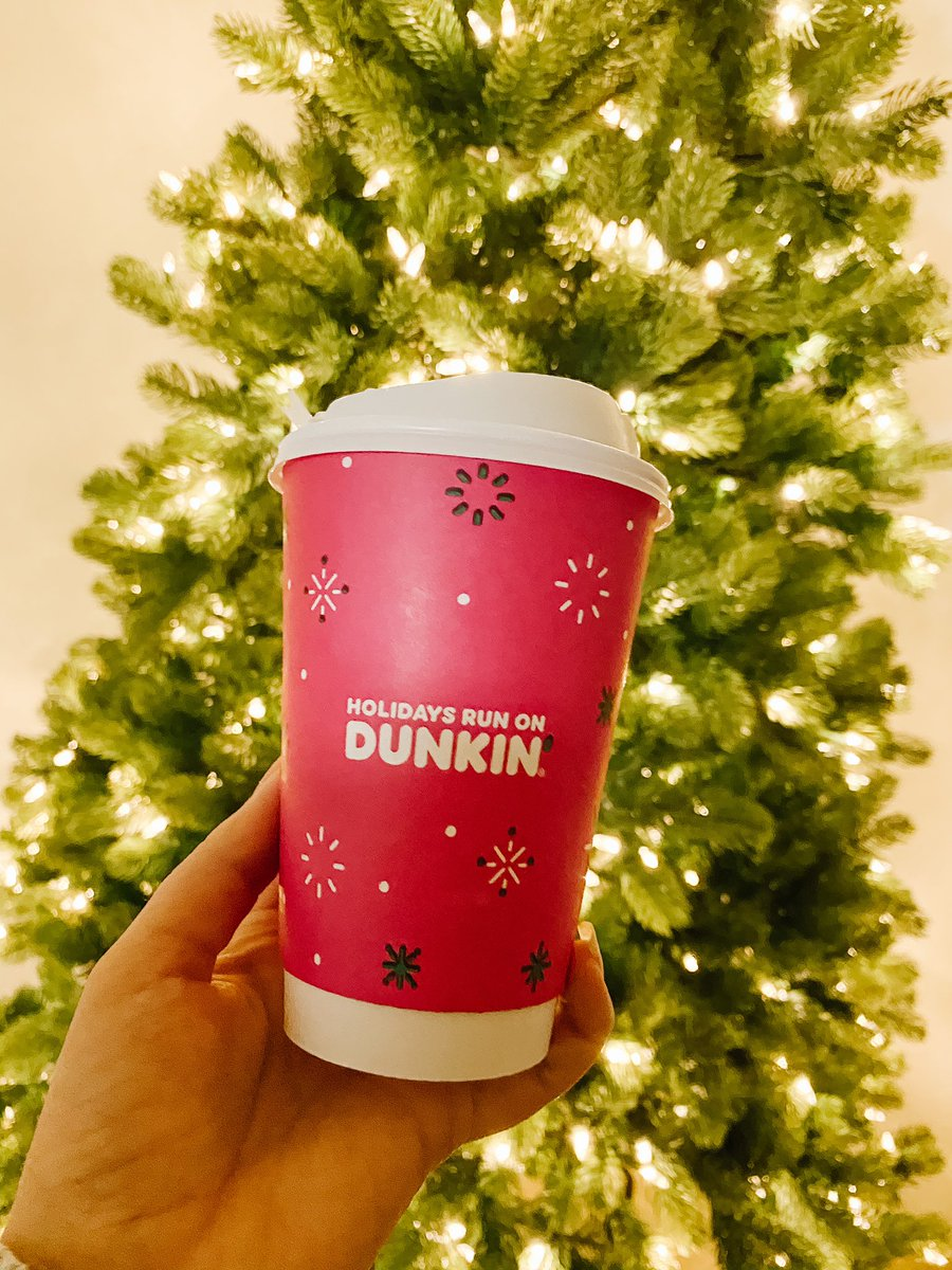 So many fun holiday drinks including the Signature Peppermint Mocha Latte, Signature Gingerbread Latte and Chai Oatmilk Latte are all available now. Yum! @DunkinDonuts is whipping up something delicious during a time for extra cheer. HoHoHO! #DunkinPartner #DunkinMaine #Dunkin https://t.co/N6LR9XQw9K