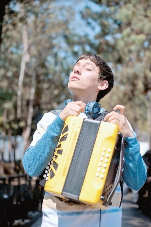 ¡Hoy 13 de nov se estrena en #España 🇪🇸! 🎞️¿Conocés a Tomás?, una película  dirigida por #MaríaTorres que tiene como personaje protagonista a un joven con trastorno del espectro del autismo (TEA). @ortizgrisleo, @marcelaguirado, @HozeMelendez y @alan_estrada
