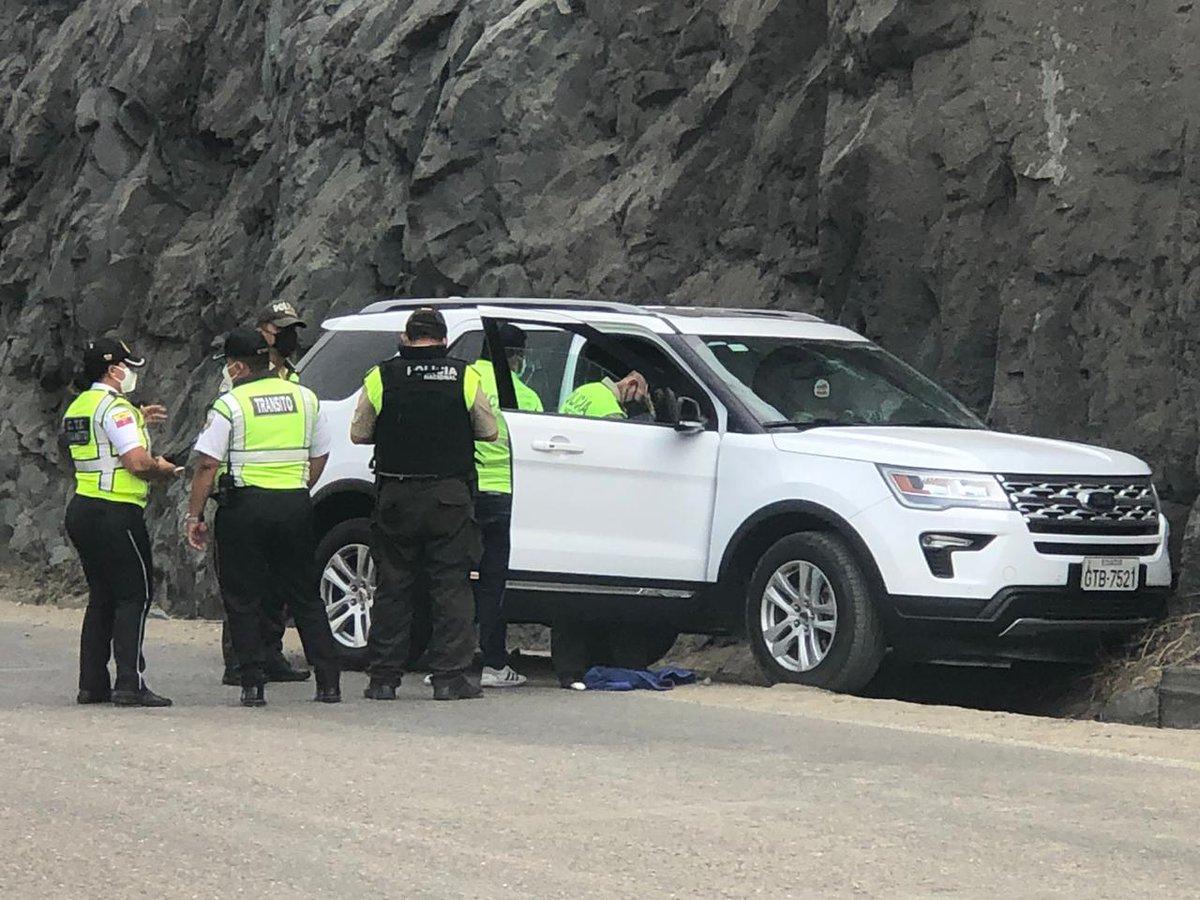 Un hombre se salvó de morir baleado.. Los sicarios intentaron asesinarlo en su vehículo pero no lo lograron. Ocurrió en la vía #Salitre #Samborondon detalles a las 19h00 en @elnoticierotc vía @vanessafilella @CastroMGabriela @ajungbluth @stalinbaquerizo @chinocarrasco_ https://t.co/cgqkFxDiCN