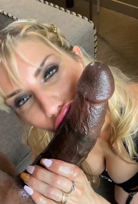 1 pic. I'm such a lustful slut for @JRippher I could suck his big dick all day. Cum watch me   https://t
