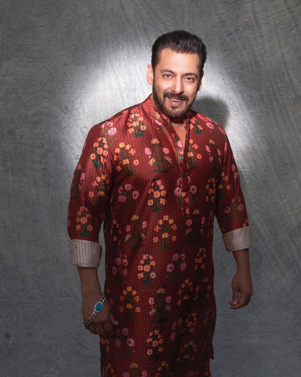 #SalmanKhan looks dashing in this #AshleyRebello outfit. #HappyDiwali