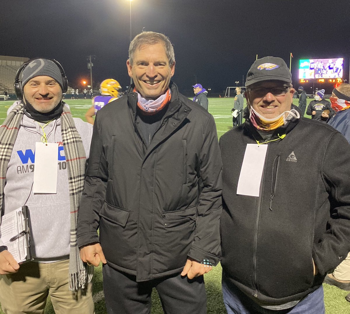 I LOVE hs football! Turns out, @BernieKosarQB does too. Had a great time w him tonight at @avoneagles vs Hoban game. @AM930FM1003WEOL sideline guy @craig_couch had a chance to stop by too. Fun night w a @Browns  legend! https://t.co/TL5eSny8i1