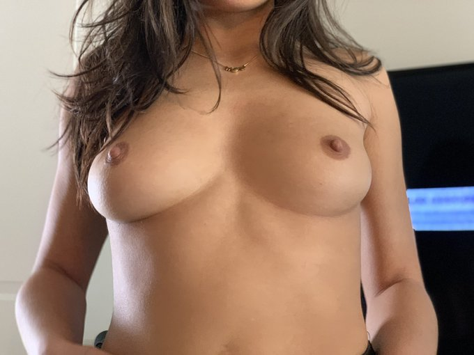 2 pic. Which titty do you squeeze first? Left or right? Or both at the same time? https://t.co/CcJdQ