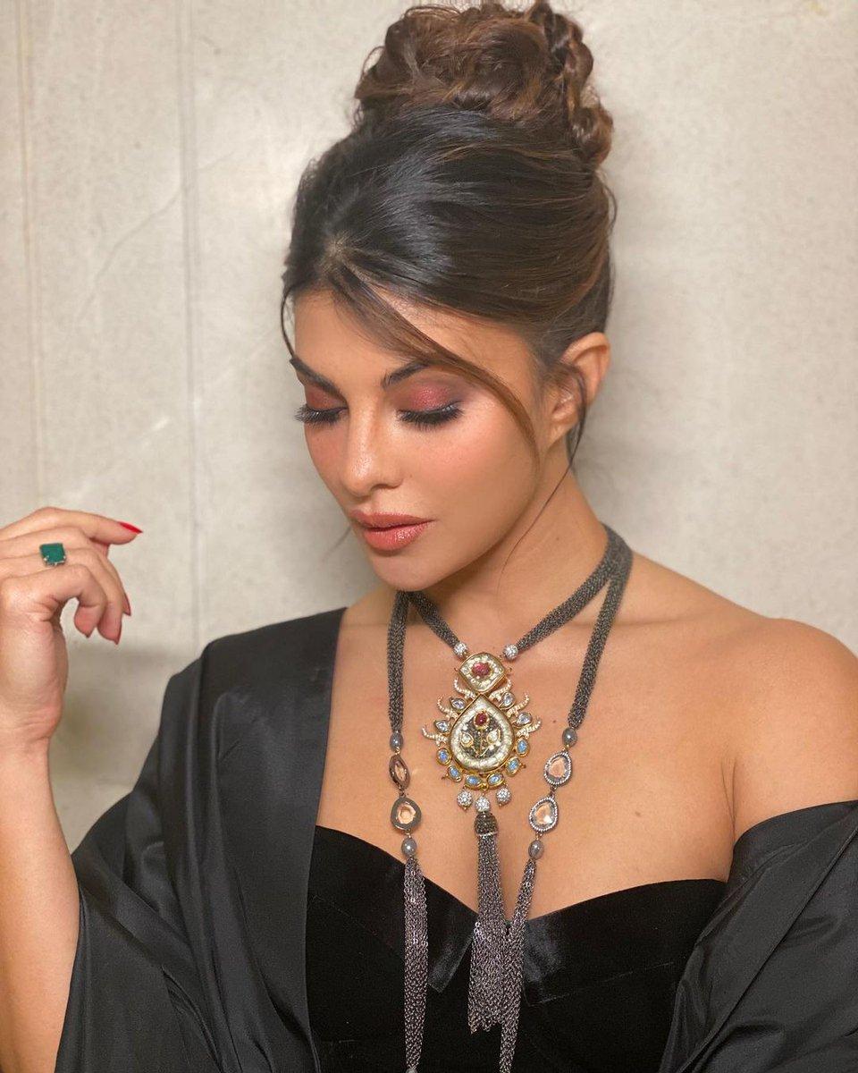 Diwali look!! #SavleenManchanda #MarcePedrozo @shaanmuofficial #AbhishekSharma