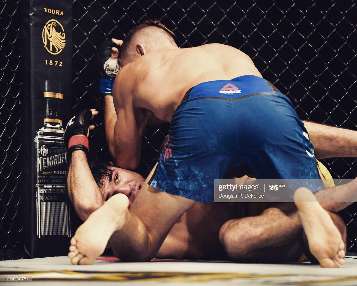 Man I wanna fight. #ufc #training #grinding #saturdayvibes #groundandpound https://t.co/ajbhv3M7zx