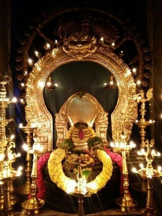 Photo Credit: Pravin D Jadhav from Pinterest ( https://t.co/NsFaARXU1T ) May Lord Shiva bless all of us 🤗. #namastegod #shiva #lordshiva #kedarnath #kashi #hindu #haraharamahadev #mahadev_har #jyotirlinga #linga #somanath #somnath #mallikarjuna #mahakaleshwar #omkareshwar https://t.co/cscG7vKZUK