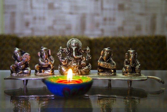 We'd like to wish all of our students and staff that are celebrating the occasion a very happy, safe and peaceful #Diwali!🕯️ https://t.co/BgYakHM4Do