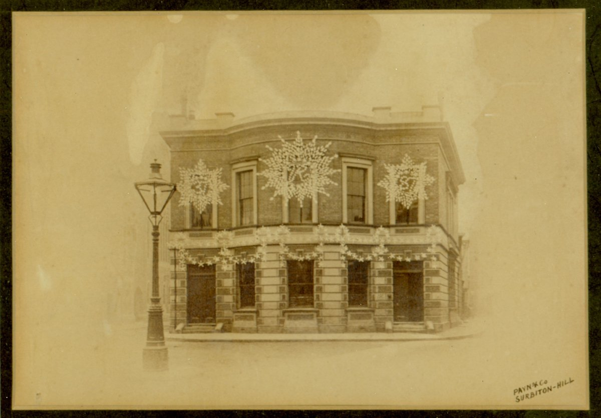 """The #KingstonUponThames Gas Company was founded in 1854 """"to light with Gas the Parishes of Kingston, Long Ditton and Thames Ditton"""". In 1887 buildings in Kingston such as this one on Church Street were illumined to celebrate Queen Victoria's Golden Jubilee. #ExploreYourArchive https://t.co/6NF958FxYY"""