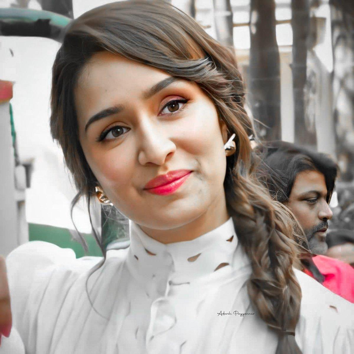 Queen 👑🤍  @ShraddhaKapoor   #shradhakapoor | #Bollywood