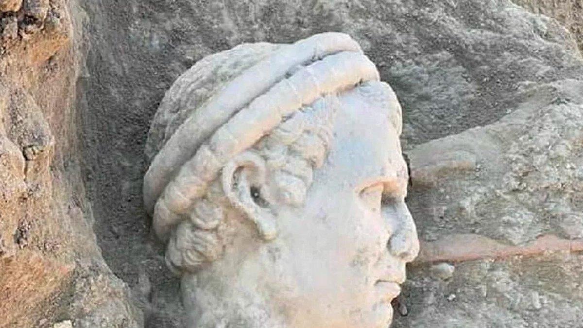 Denizli'deki Laodikeia Antik Kenti'nde 2 bin yıllık rahip başı heykeli bulundu https://t.co/Cpv1trEWw0 https://t.co/qyXR7TH3cJ