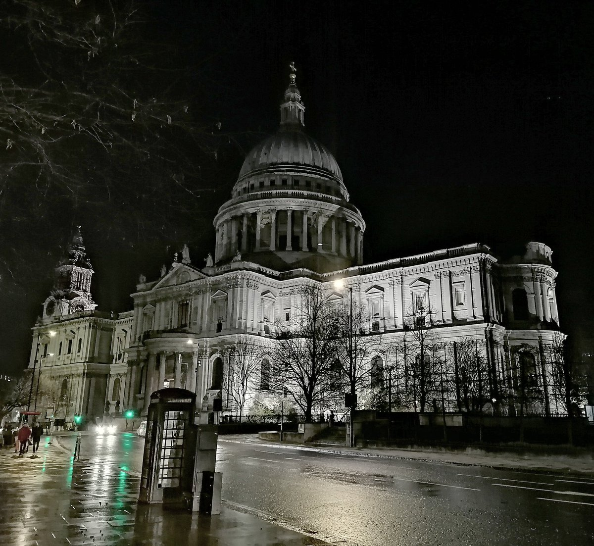 St Paul's Cathedral at #night in almost monochrome, just before lockdown March 2020 #MuseumsUnlocked