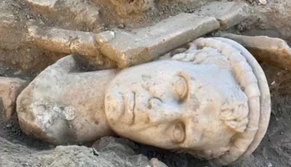 Denizli'de 2 bin yıllık rahip başı heykeli bulundu https://t.co/8qgD20t5aD https://t.co/0zXuE7jjoq