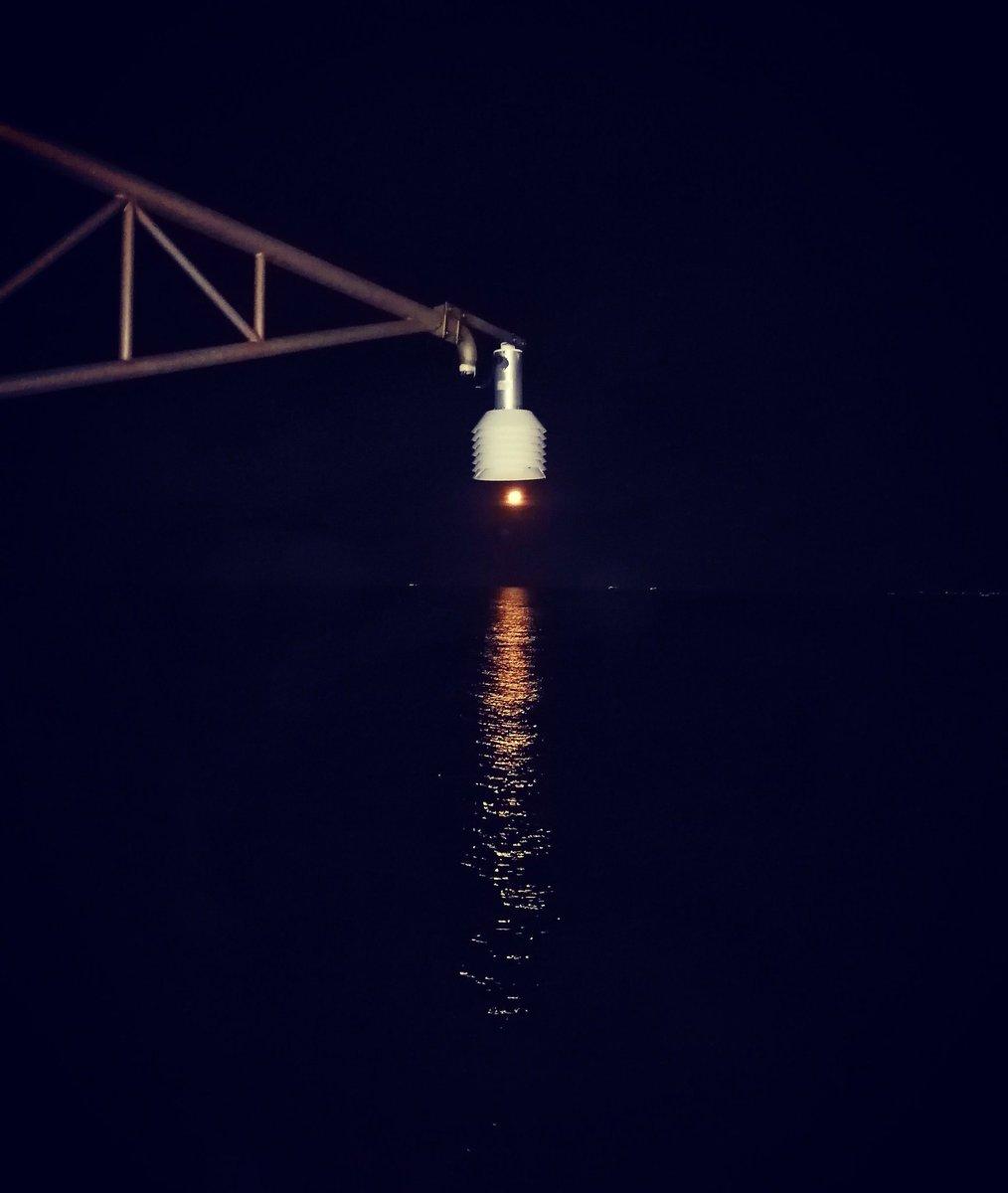 🌊🌉🌝💡Giochi di Luci💡🌝🌉🌊 #lalunanelmare🌕 #tramontodiluna #sea #night #light #moon #moonlight #lifeonthesea #november2020