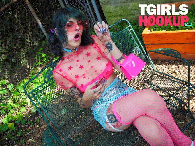 2 pic. I cannot fucking wait for @TGIRLSHOOKUP to launch !! I'm so excited for everyone to get to see