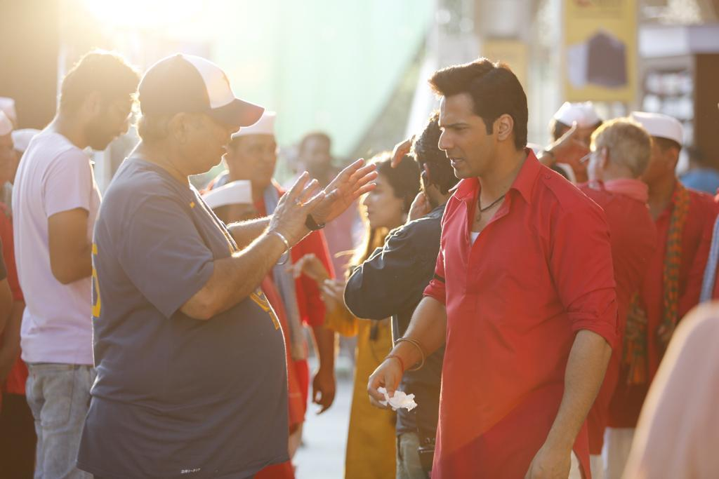 #VarunDhawan shares #BTS picture with dad #DavidDhawan from the sets of #CoolieNo1