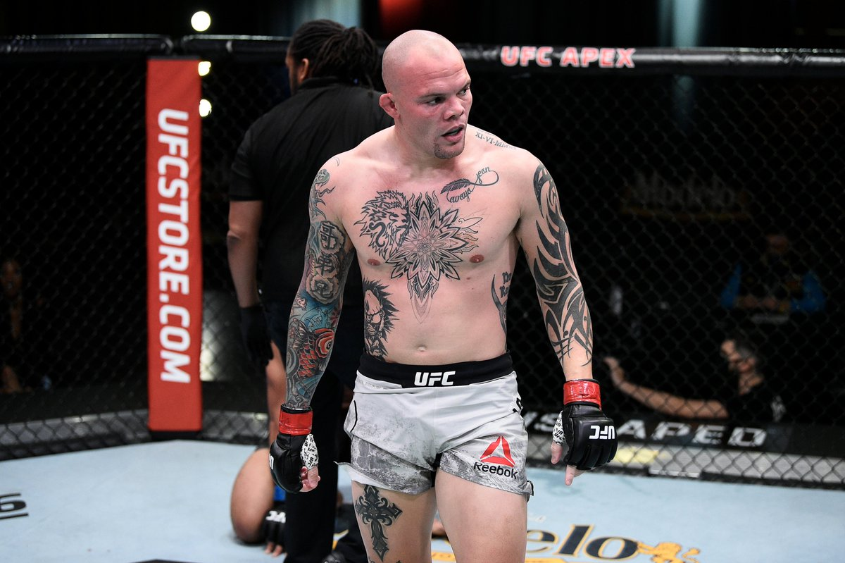 That didn't take long at all!  Anthony Smith needed just two minutes and 34 seconds to make Devin Clark submit in the main event of Saturday's @ufc Fight Night! #UFC #UFCVegas15  FULL REPORT ➡️