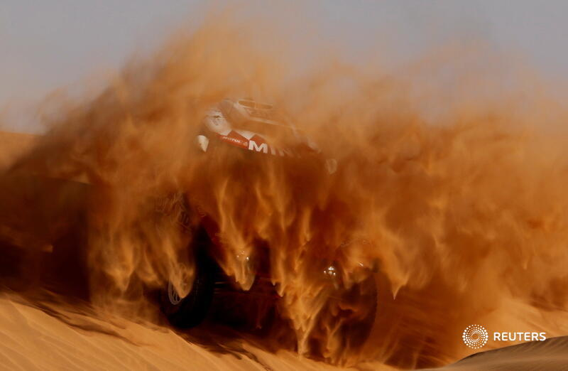 Bahrain JCW X-Raid Team's Stephane Peterhansel and Paulo Fiuza race during Stage 7 of the Dakar Rally in Riyadh, Saudi Arabia. More of our top photos from 2020: https://t.co/HXwKu1fLhc 📷 Hamad I Mohammed https://t.co/kpXm2YUoOj