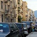 Image for the Tweet beginning: Palermo sommersa dai rifiuti, è