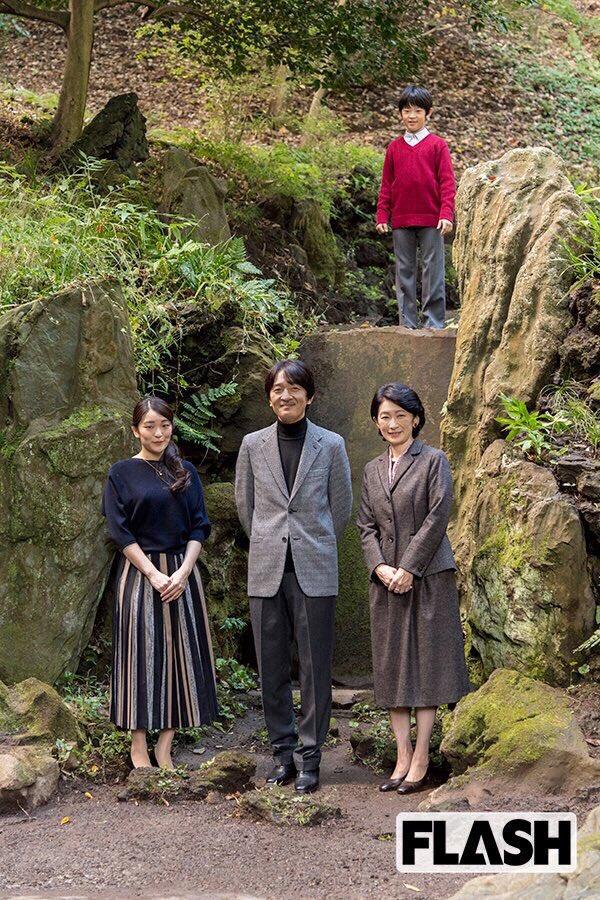 今年の年賀状の家族写真、これと同じ並びで写ろうかな