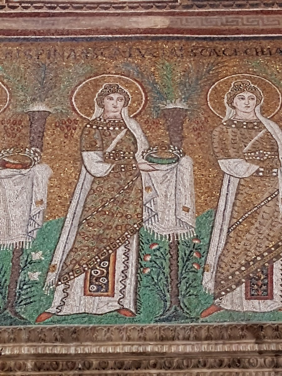 Modern Scandinavian #StLucy traditions celebrates light in what was, in the Middle Ages, thought to be the longest #night of the year. Winter solstice coincided with the saint's day on Dec. 13. Sca.Lucia in the 6th cent mosaic of Sant'Apollinare Nuovo, Ravenna.#MuseumsUnlocked 1/