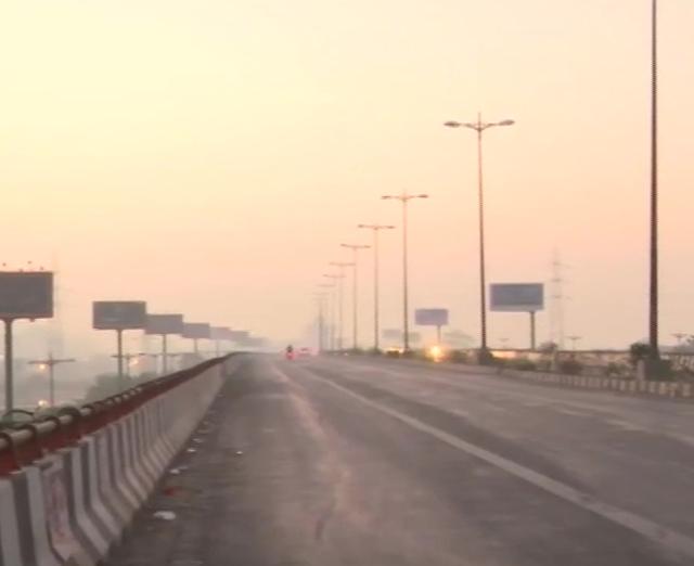 #DelhiFightsPollution #delhiairquality  दिल्ली: राजधानी में बढ़ता प्रदूषण, @CPCB_OFFICIAL के आंकड़ों के अनुसार ITO में एयर क्वालिटी इंडेक्स (AQI) 186 (मध्यम) श्रेणी में  है।  @ArvindKejriwal @AamAadmiParty