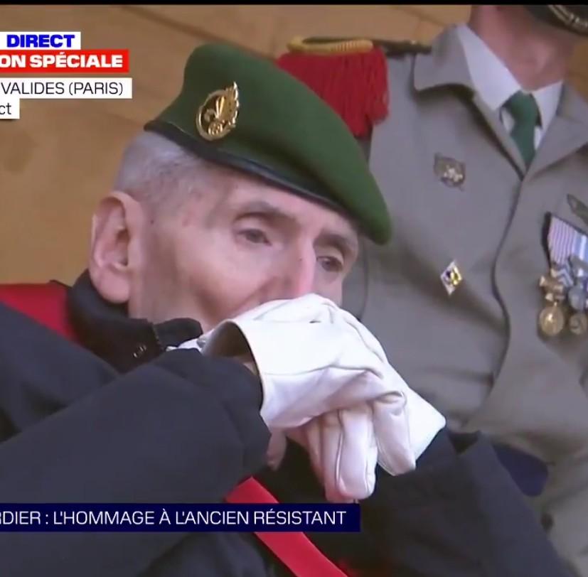 Le dernier Compagnon de la Libération.   Hubert Germain. 100 ans.  Devant le cercueil de Daniel Cordier, l'avant-dernier, mort à 100 ans. https://t.co/ErK7ethBvA