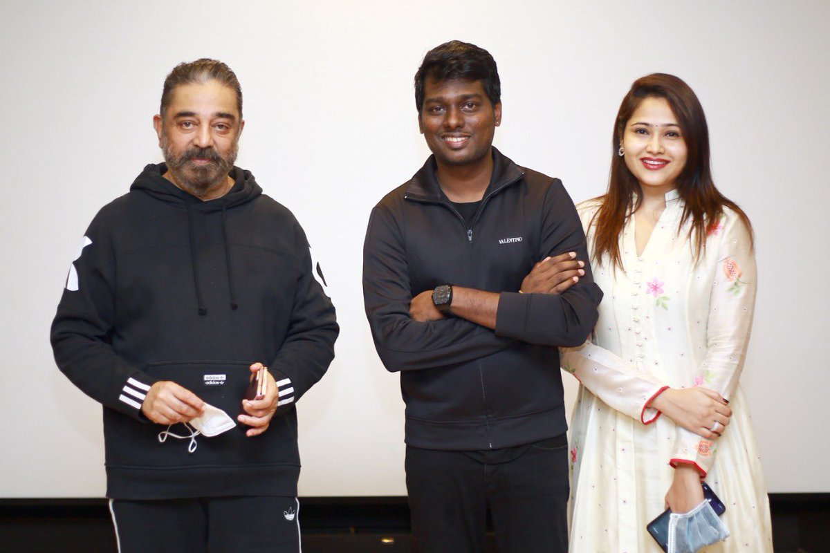 #Andhagaaram team got blessing from @ikamalhaasan sir , thanks so much for always being with us and supporting us  sir , your words has always given us the encouragement to do SM thing new sir, luv u sir ❤️ ...