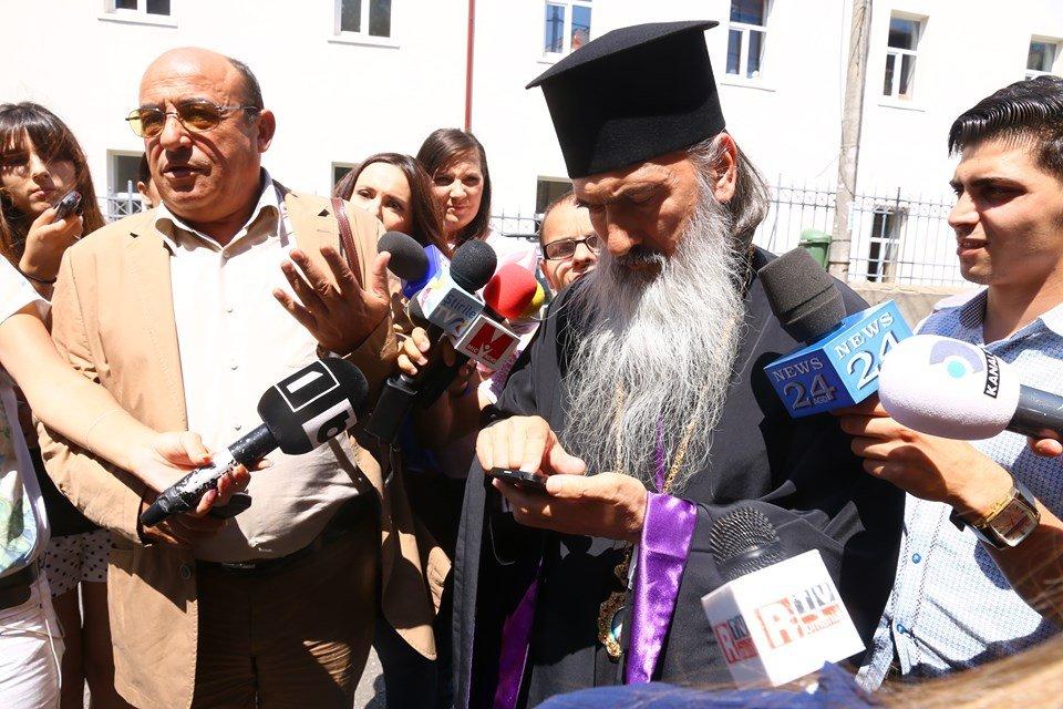 LIVE | Decizia prefectului de Constanța în scandalul pelerinajului de Sfântul Andrei, interzis din cauza pandemiei, în direct la Adriana Nedelea LA FIX https://t.co/pxGozyAIEu #news #stiri #romania https://t.co/rqTqPju4UM