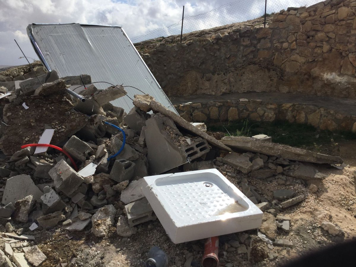 On Wed., Israeli authorities demolished 11 structures, inc. homes & water facilities, in the Massafer Yatta area of #Hebron. 25 #Palestinians were displaced & over 700 were otherwise affected. Some of the structures had been donated as #humanitarian aid.