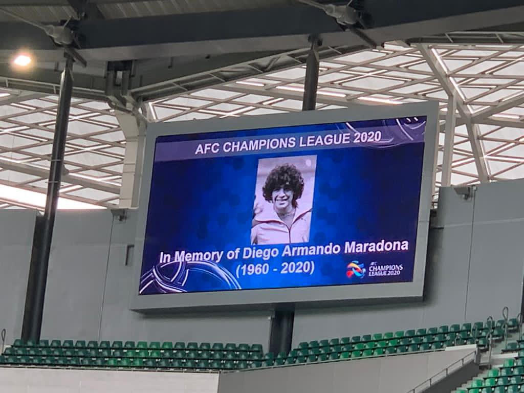 A moment of silence before kickoff, in memory of Diego Armando Maradona, an icon of our game  #GraciasDiego #ACL2020