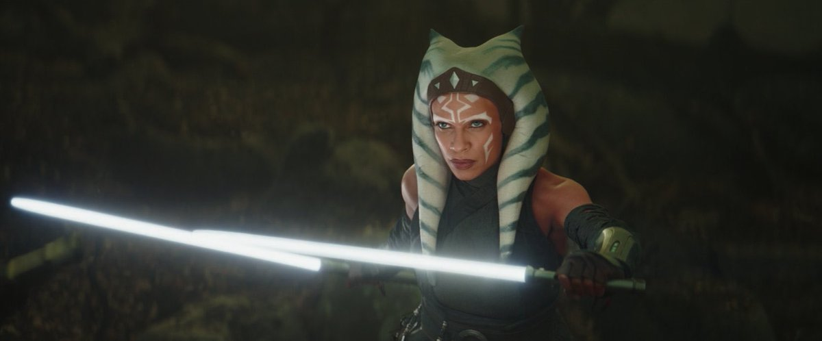 #AhsokaTano  Omg!! the episode and the lightsaber sound. Ahsoka Tano in live action. #TheMandalorian