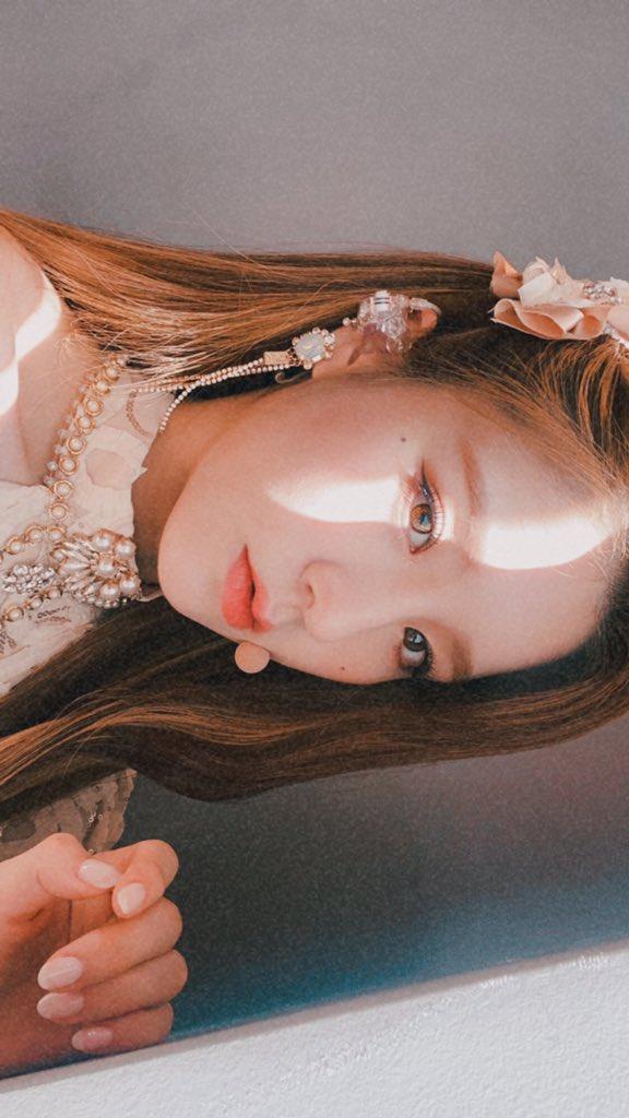 [#희진 / #HeeJin] 요즘 내가 꽂혀버린 셀카 찍는 방법...!!🤩♥️  #이달의소녀 #LOONA