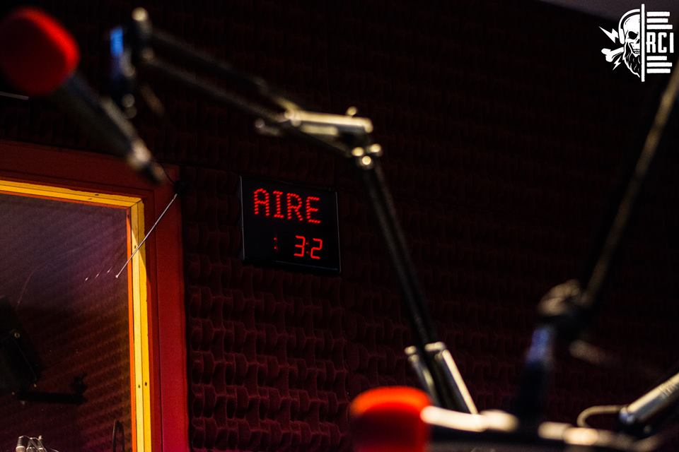 #QuedateEnCasa👇 Ya arrancó #RCI hasta las 20🕖 por @RadioGrafica893📻!  🤘🏽Antes que nada, un programa de rock.    #Radio #Rock #Musica #Cine #Geek #humor
