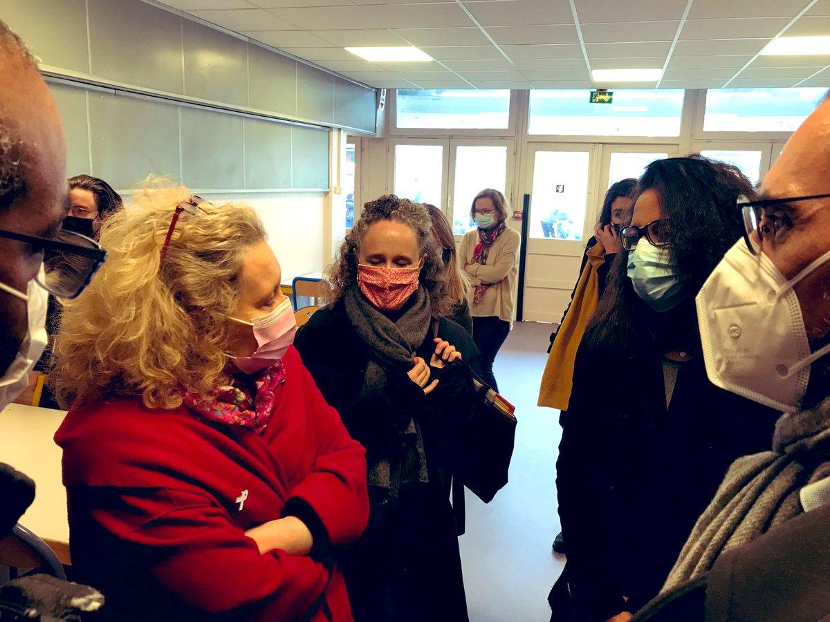 """Heureuse de retrouver @ACORDEBARD et @cbrossel à l'école Parmentier #Paris10 à la mi-journée, pour la semaine européenne de réduction des déchets et l'opération """"Plateau vide - plateau mangé"""" 🙂 #GaspillageAlimentaire  On continue ensemble 💪 ♻️🌿  #SERD2020 #TransitionEcologique"""
