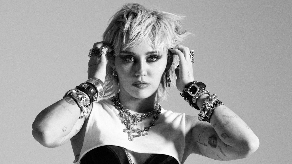 A brand new album from @MileyCyrus! Stream #PLASTICHEARTS on @AppleMusic:  💙