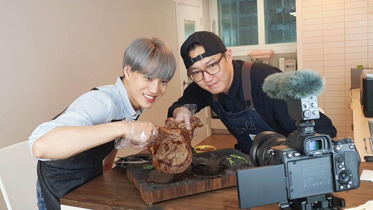 카이가 요리하는 토마호크 스테이크! 내일 저녁 9시 30분에 만나보세요! 🐻🥩 Check out KAI's Tomahawk Steak tomorrow at 9:30PM KST! 🐻🥩  👉  #카이 #KAI  #엑소 #EXO #weareoneEXO