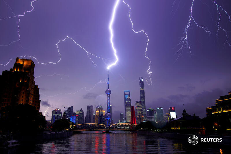 Lightning strikes above the skyline of Shanghai's financial district of Pudong, China. More top environment photos of 2020: https://t.co/2mEdFxtY2M 📷 Aly Song https://t.co/N3AIOVodcl