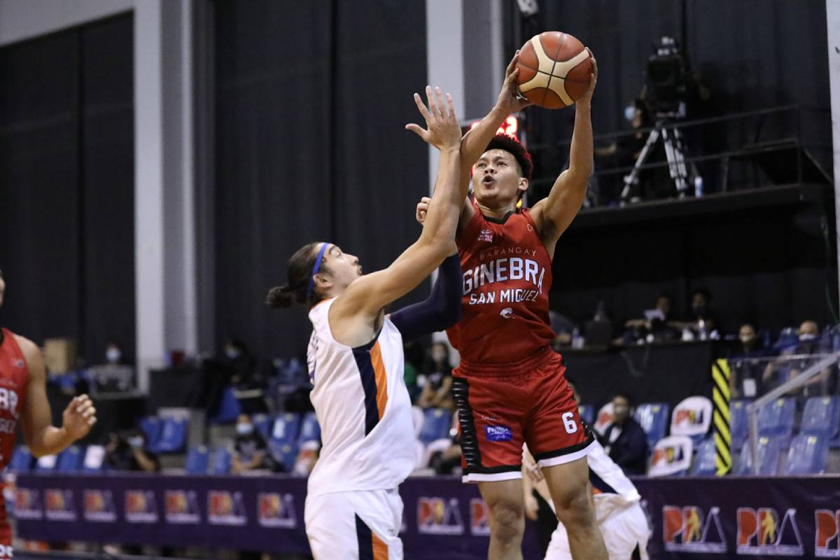 #PBASemis @ScotThompson06 does a Brownlee on Meralco, lifts Ginebra to PH Cup title showdown vs TNT >> https://t.co/g1P0JaKd4w https://t.co/MXVjuMWwDb