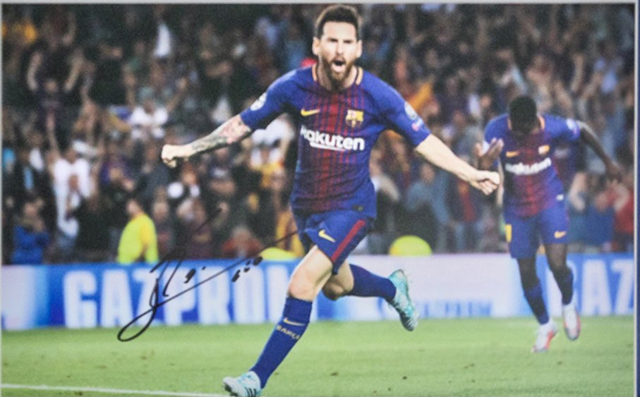 #Win this signed print of #LionelMessi with The #EdinburghFootballShow!  To enter, all you have to do is:  1) Follow both @PmAuctions AND @EdinburghFooty on social media 2) Tag two of your friends in the reply box 3) Retweet this post (Winner chosen at random after 11pm, Sunday).