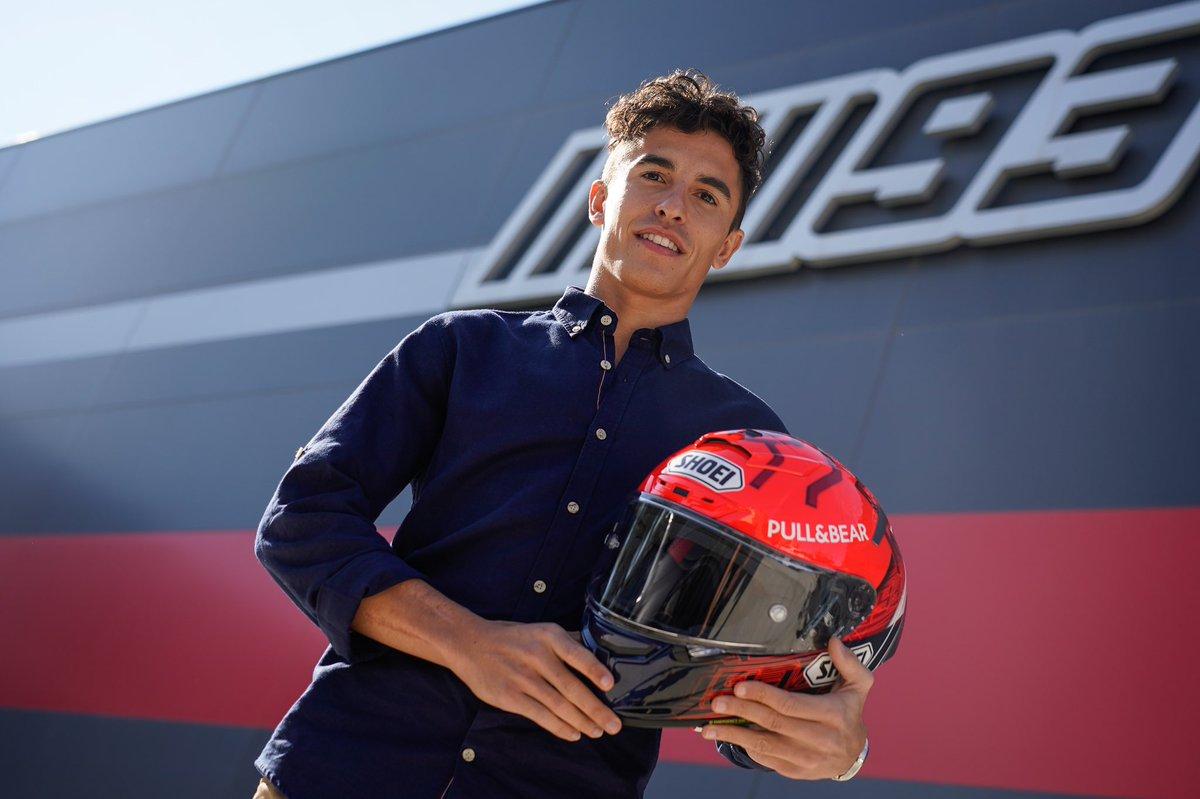 Aquí tenéis el nuevo casco réplica que pronto estará disponible! 👌🏼 New replica helmet is coming soon! @EuropeShoei #MM93 https://t.co/95d6LEhQFg
