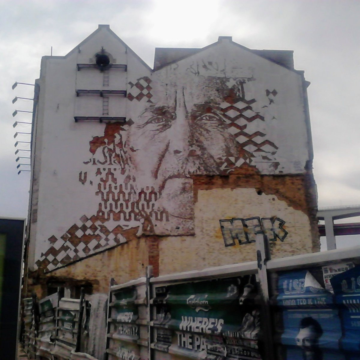 #graffiti #StreetArt #mural #GraffArt #lisbon #Portugal #face #art #photooftheday #photography #photoshoot #picoftheday #PictureOfTheDay #Lisboa #building https://t.co/0AQ9FX1XtX