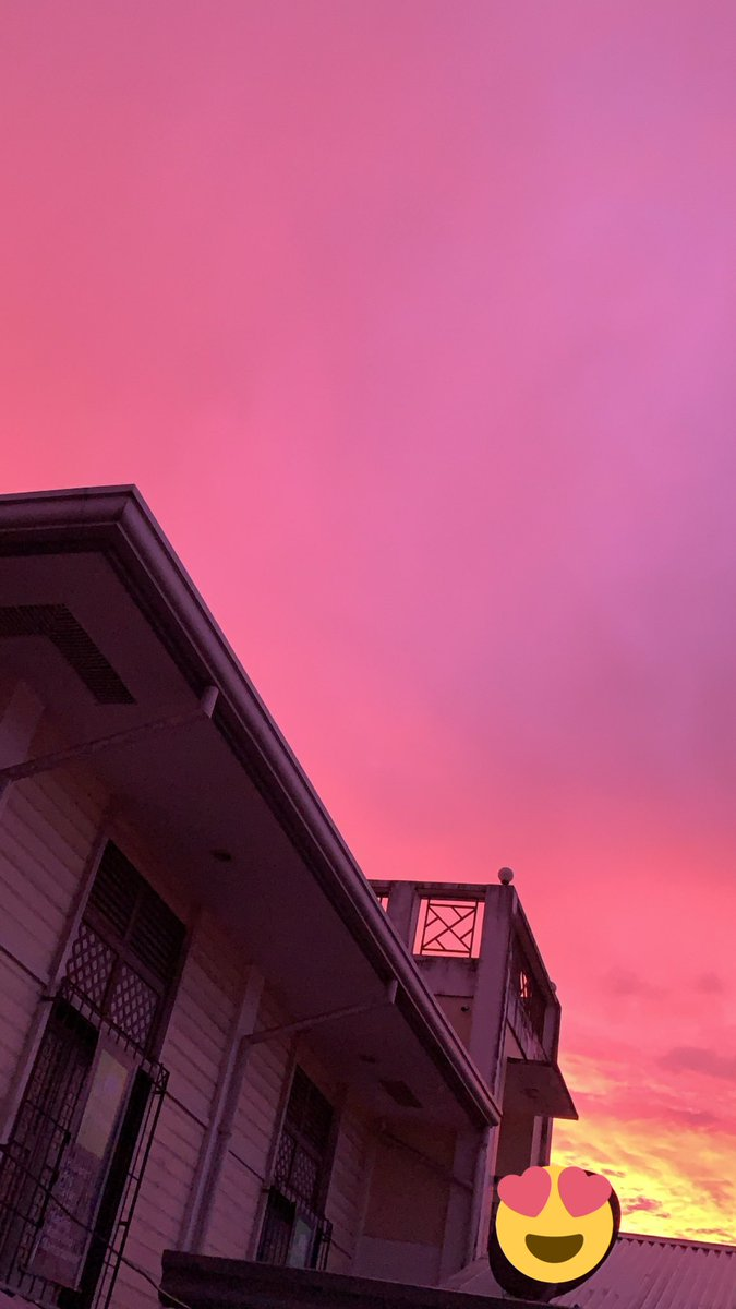 Gorgeous pink skies today during the last half hour of the afternoon 💖 #nofilter https://t.co/qhM7WzJihj